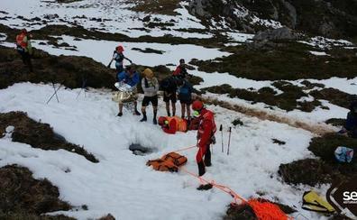 El urnietarra Jokin Lizeaga es rescatado tras caer 10 metros dentro de una sima en Asturias