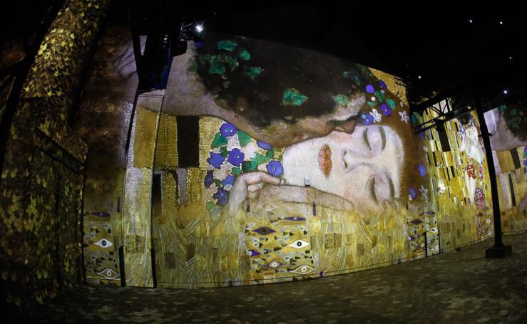 Klimt se reinventa en París gracias a la tecnología digital