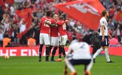 Alexis Sánchez guía al United a la final de la FA Cup