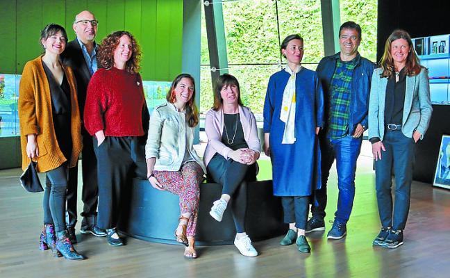 El Museo Balenciaga vuelve a abrir un espacio para creadores vascos