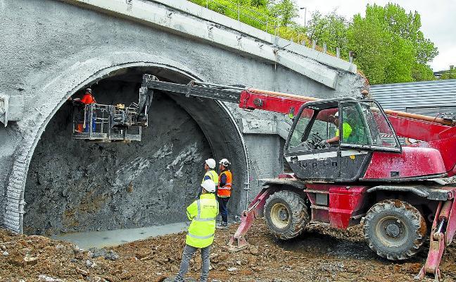 El Metro se adentra en la fase subterránea