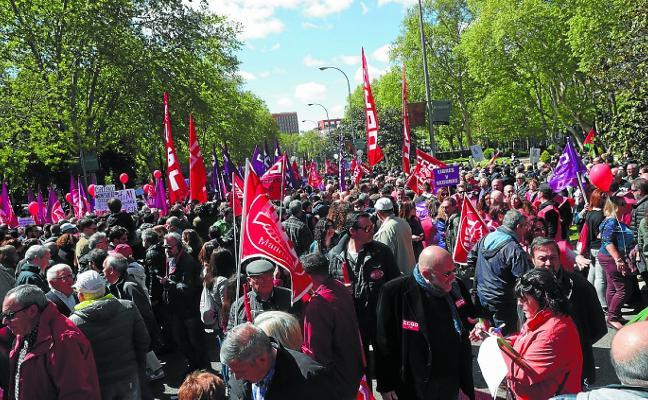 Los sindicatos amenazan con un «otoño caliente» y el PSOE respalda una huelga