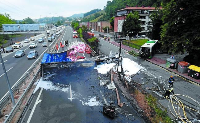 La conducción del camionero que embistió al autobús en Irura fue «negligente», según la Audiencia