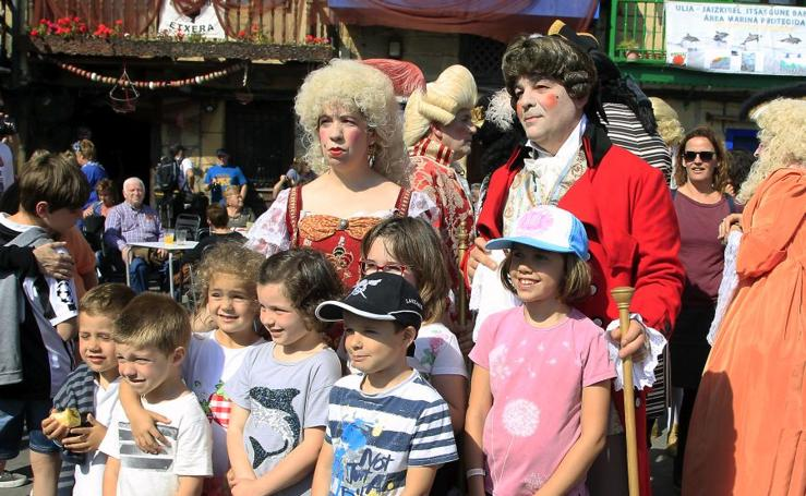 Desfile de trajes tradicionales