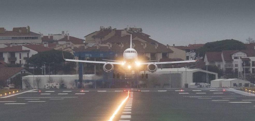 La niebla obliga a desviar un vuelo de Hondarribia a Loiu