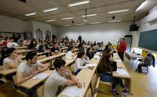 Un artículo de Bernardo Atxaga centra el arranque de la Selectividad en Euskadi