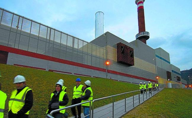 Gipuzkoa y Bizkaia acuerdan llevar los residuos a la incineradora de Zabalgarbi