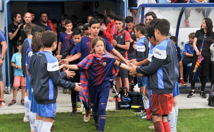 El Barcelona vence en la final al Espanyol en la fiesta del fútbol de Garmendipe
