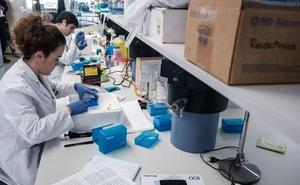 Biodonostia recibe de manos del Rotary Club de Donostia la beca para investigar el cáncer infantil