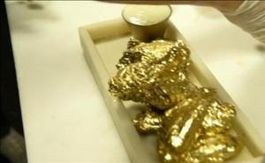 Alitas de pollo bañadas en oro, la última moda gastronómica en Nueva York