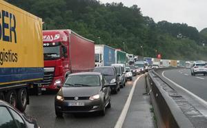 Jornada complicada en las carreteras por las balsas de agua
