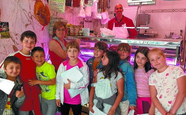 Organizan visitas a media docena de comercios que atienden en euskera