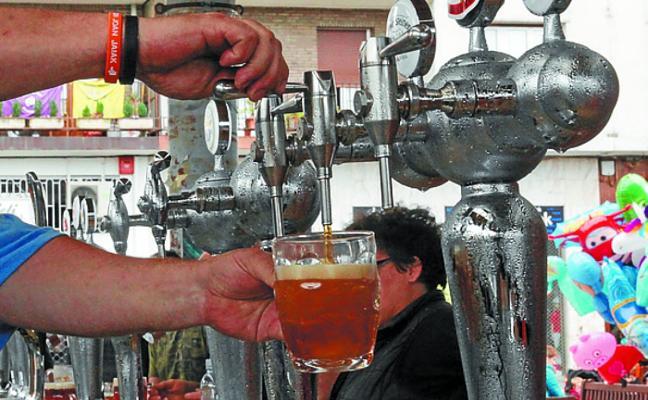 Gran ambiente en torno a la cerveza en la feria en Atsegindegi