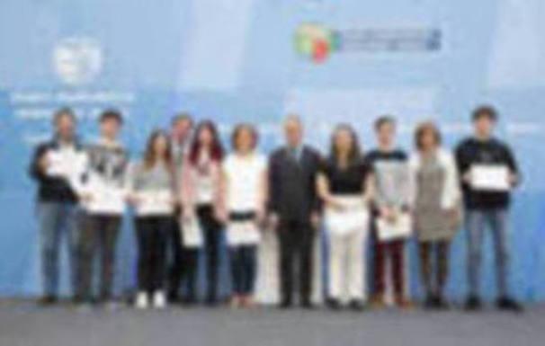 Donostiako Bidebieta BHI-ko ikasleek atzo jaso zuten Ondarea Saria