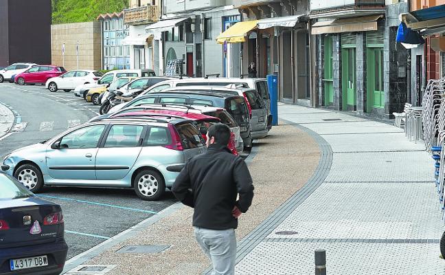 El Ayuntamiento estudia eliminar plazas de parking junto a La Zurriola