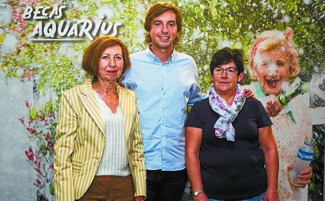 Seleccionan a dos mujeres de Arrasate en las Becas Aquarius para mayores de 60 años