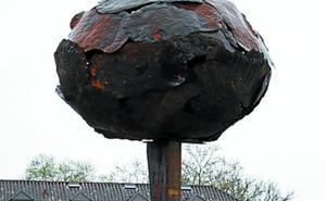 La escultura del desarme de ETA sigue almacenada en Baiona sin encontrar una ubicación definitiva