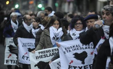 El 35% de los vascos cree que Sánchez debería acercar a los presos de ETA, según el Deustobarómetro