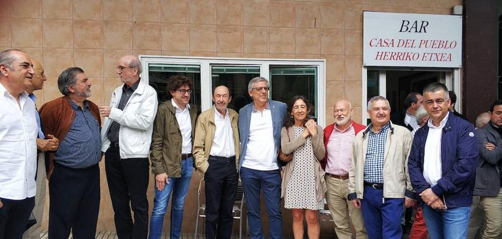 Rubalcaba elogia en Errenteria el «coraje» de los «héroes» socialistas que resistieron a ETA