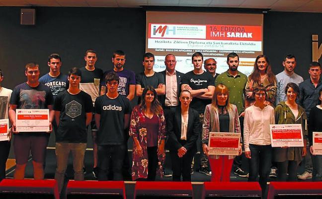 Jon Larrañaga y Gorka Oregi obtuvieron los Premios IMH a los exalumnos destacados