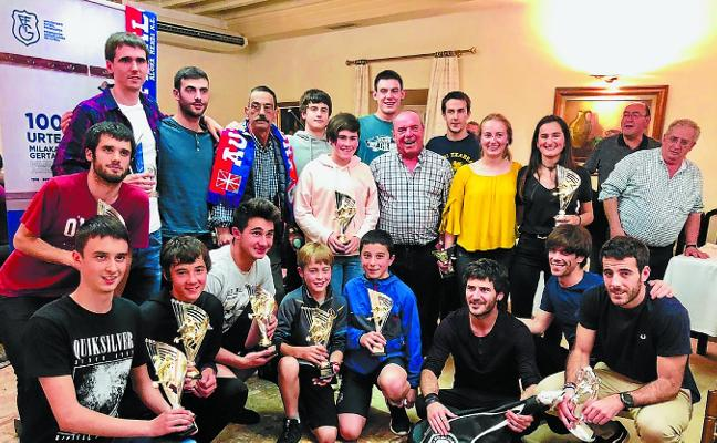 El Aloña despide el curso futbolístico entre premios y con dos reconocimientos especiales