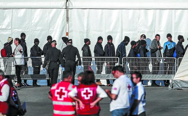 Los rescatados del 'Aquarius' tendrán 45 días antes de saber si se les da asilo o se les expulsa