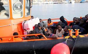 Se elevan a 254 los rescatados de seis pateras en el Mar de Alborán