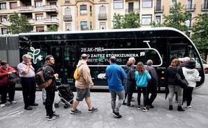 El primer autobús articulado 100% eléctrico inicia su ruta en Donostia