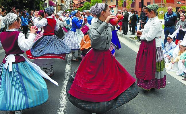 Dantzaris y deporte en torno a San Juan
