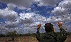 Un agente fronterizo de EE UU se burla de los llantos de los niños migrantes en la frontera