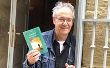 «145 poema neuzkan eta 76 bota ditut zaborretara», dio Pako Aristik