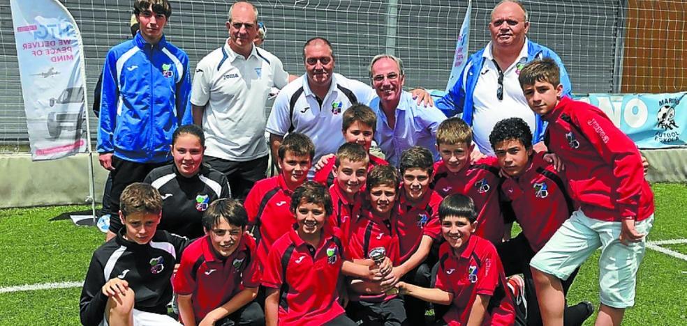 El UKE brilló en el torneo de Escuelas de fútbol alevín celebrado en Irun, siendo cuartos de 24 equipos