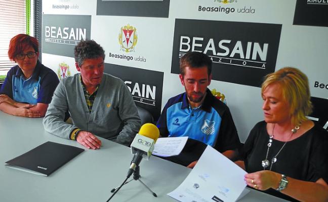 El ayuntamiento y el club de atletismo Txindoki firman un convenio de colaboración