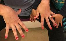 «A mi hijo de 4 años no le dejan jugar por pintarse las uñas. ¿Estamos locos o qué?»