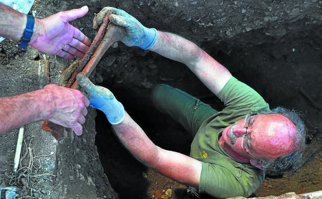 Exhumados los restos del hondarribitarra Jesús Carrera en Alcalá de Henares