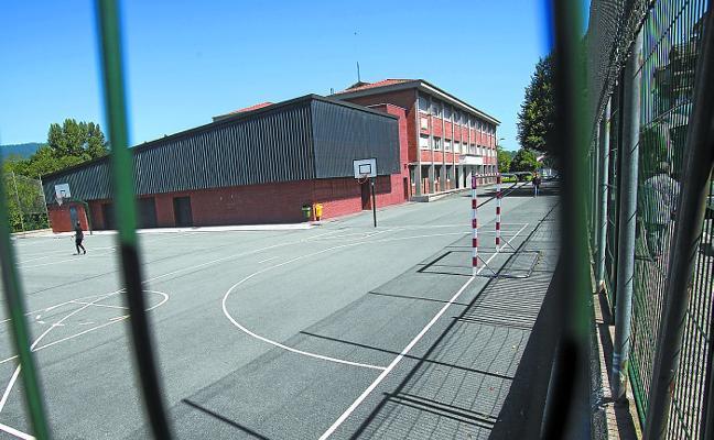 Los patios de tres colegios se habilitan como parkings para residentes durante las fiestas