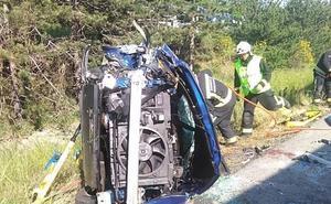 El párroco de Zumaia fallece al colisionar su coche con un camión en la A-15 a la altura de la localidad navarra de Iza