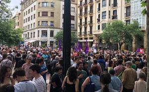 Multitudinaria protesta en San Sebastián por la decisión de dejar en libertad provisional a 'La Manada'