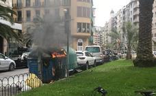 Arden varios contenedores en Donostia y Zumaia