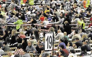 El Parlamento Vasco, «indignado» ante posibles irregularidades, plantea modificar las OPE