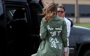 El enigmático mensaje de la gabardina de Melania Trump en su viaje a Texas