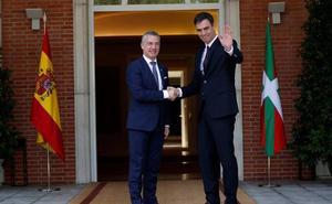 Sánchez y Urkullu comienzan su reunión en la Moncloa para reforzar una relación fluida