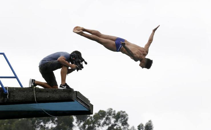 Los clavadistas de Red Bull entrenan en las piscinas antes del gran día