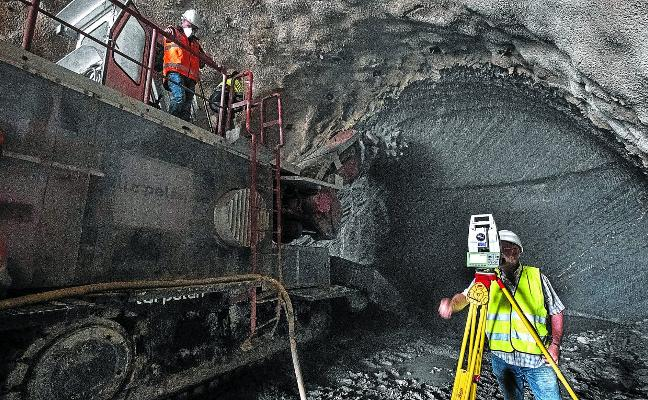 Los túneles del Metro cogen velocidad a golpe de rozadora