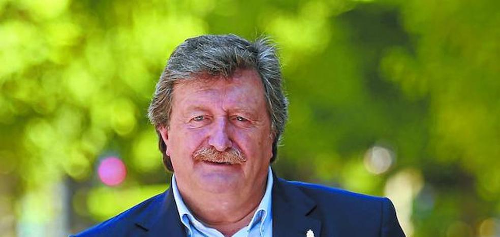 Juan Luis Larrea: «La relación con la Diputación ha sido el caballo de batalla en los treinta años que llevo aquí»