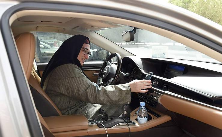 Arabia Saudí ya tiene mujeres al volante