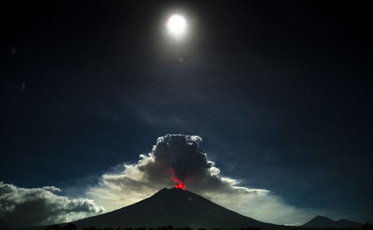 Despierta el volcán Agung