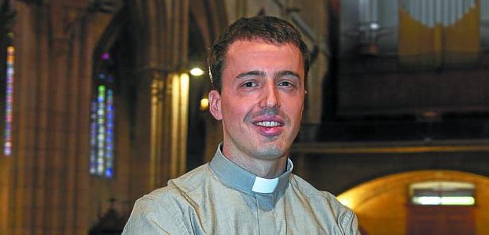 Juan Pablo Aroztegi: «Es irónico, un amigo agnóstico me hizo plantearme mi vida cristiana»