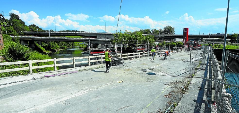 Peatones y ciclistas volverán a circular desde este fin de semana por el puente de Astiñene