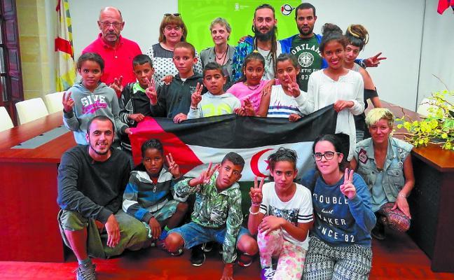 Los diez niños saharauis del proyecto Oporrak Bakean ya están en Debagoiena